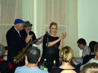 Live at Cafe Latte: Zavod's trio with special guest Paul Williamson (sax) and Nichaud Fitzgibbon (vocals) - click to see an enlarged version of this image