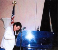 Dr. Allan Zavod performing Rhapsody in Blue on Rhapsody Piano - click to see an enlarged version of this image